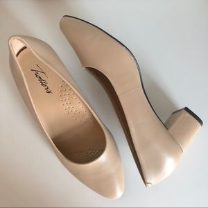 [Trotters] Soft Leather Nude Block Heels